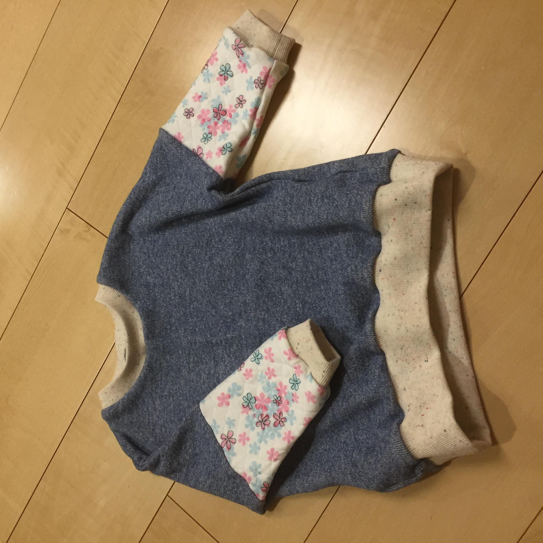 toco.pulloverを無地と花柄で作りました。